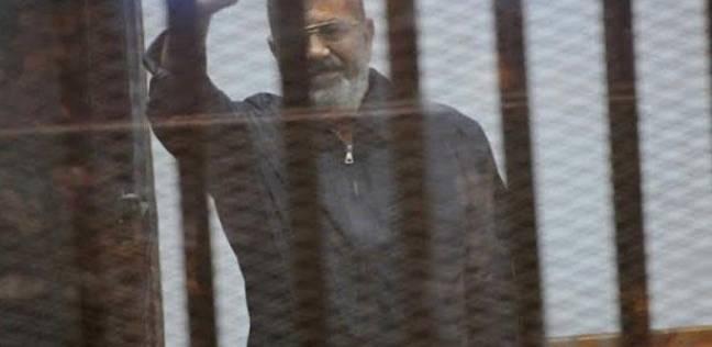 عاجل| تفاصيل الدقائق الأخيرة قبل وفاة محمد مرسي أثناء محاكمته