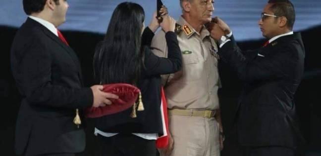 """""""خلف"""" عن مراسم ترقية وزير الدفاع: رسالة بأن """"الجيش والشعب إيد واحدة"""""""