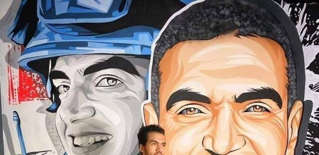 سيد مسعود مع رسمة الشهيد أحمد منسي