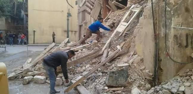 حي وسط الإسكندرية يرفع مخلفات أتربة