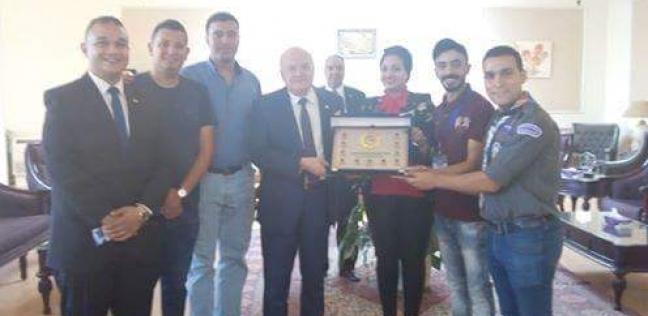 رئيس جامعة الزقازيق يستقبل فريق الجوالة الفائز بالمستوى الأول