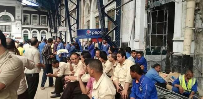 """إضراب عمال """"فرج الله"""" احتجاجا على عدم صرف أرباح العام الماضي"""
