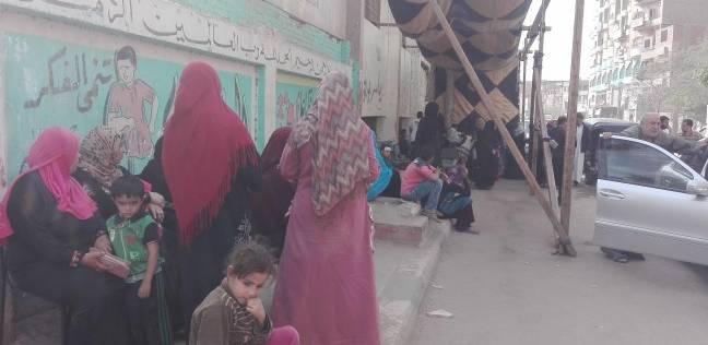 توافد السيدات على لجنة عاطف الإسلامبولي بالبدرشين