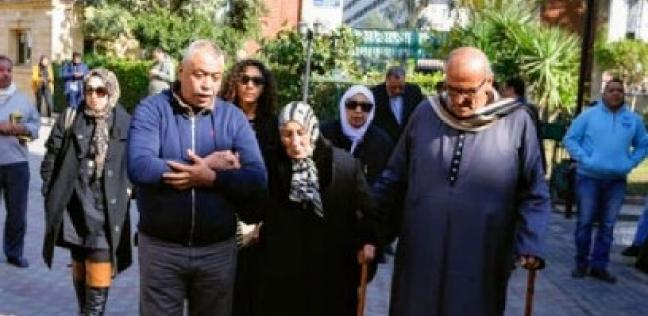 أهالي ميت أبوالكوم يشاركون في تشييع جثمان كاميليا السادات