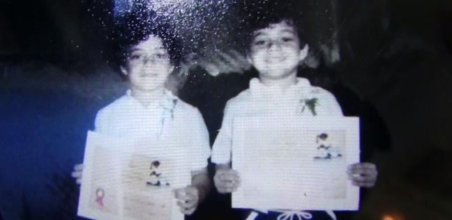 """شاهد أقدم صورة للنجم العالمي""""رامي مالك"""" مع شقيقه في المنيا"""