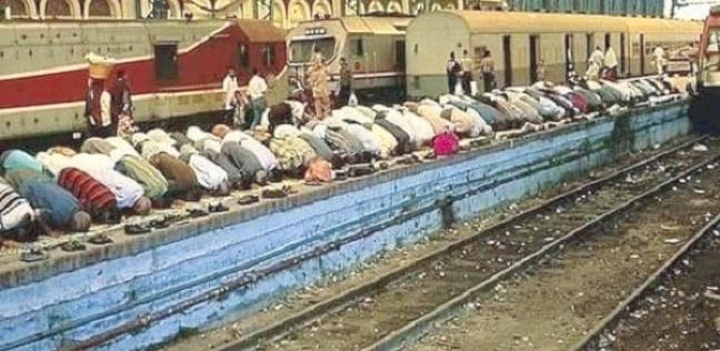 حقيقية الصورة المتداولة للمصليين داخل محطة مصر
