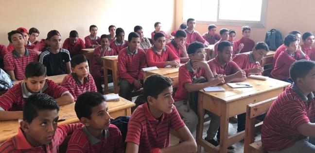 """سباق """"المقعد الأول"""" و""""ثعبان"""" وصفع مُدرسة.. وقائع اليوم الدراسي الأول"""
