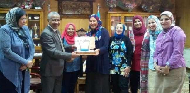 """""""تجارة الأزهر"""" تكرم نائب رئيس جامعة الأزهر لفرع الوجه القبلي"""