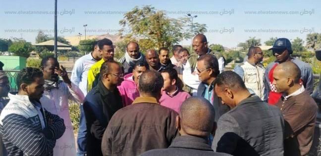 """المؤقتون بنظام اليومية ينظمون وقفة احتجاجية لمنعهم من إمضاء """"حضور وانصراف"""""""