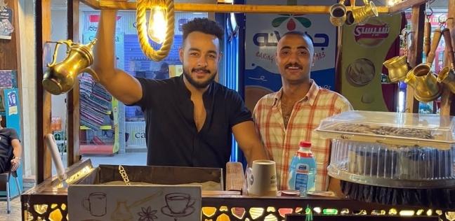 """""""محمد"""" صانع القهوة على """"الرمال"""""""