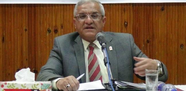 رئيس جامعة المنيا يدلي بصوته في انتخابات الرئاسة ويشيد بإقبال الطلاب