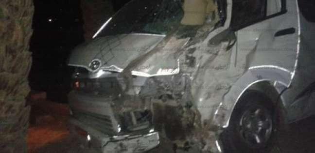 مصرع وإصابة 5 في حادث تصادم سيارة ميكروباص بتوك توك بأسيوط