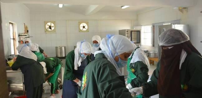 """""""أرز ولحم ودجاج"""" وجبات طلاب مدارس بالبحر الأحمر.. والإدارة: آمنة وصحية"""