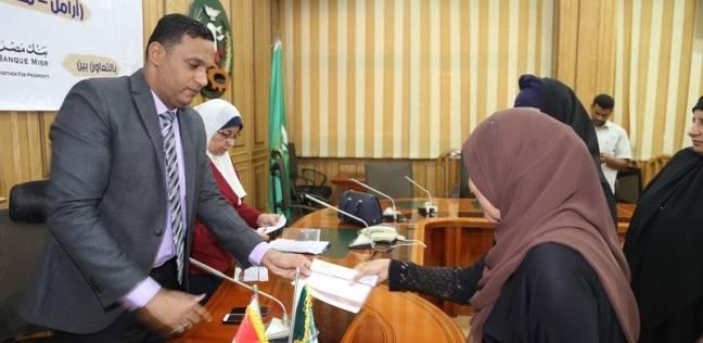 """سكرتير عام المنوفية يسلم الدفعة الرابعة من شهادات """"أمان"""" لـ25  شخصا"""