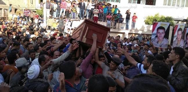 بالصور  أهالي الدقهلية بالجمالية يشيعون جثمان الشهيد محمد فضلون