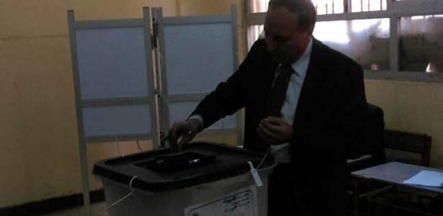نقيب الصحفيين يدلي بصوته في الانتخابات الرئاسية بقليوب