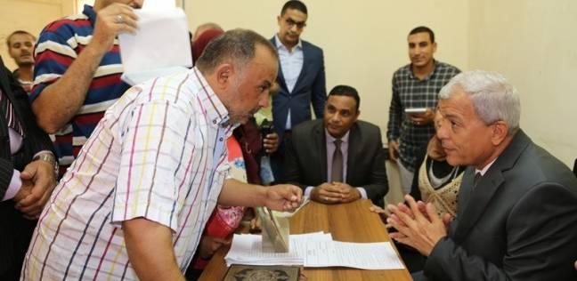 محافظ المنوفية يستمع لمطالب عدد من المواطنين ويوجه بحل مشاكلهم
