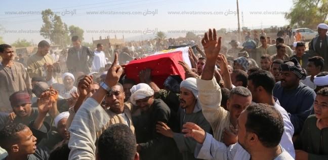 محافظ قنا يشارك في تشييع جنازة شهيد القوات المسلحة بنجع حمادي
