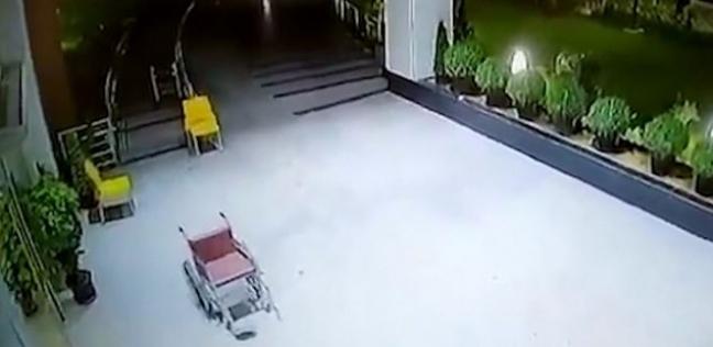 لقطة من الفيديو الذي سجلته كاميرا المراقبة للكرسي المتحرك