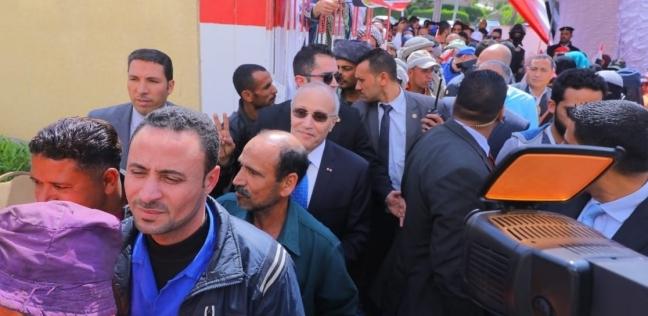 """إقبال كثيف للمواطنين على لجان القاهرة الجديدة: """"مصر هتبقى قد الدنيا"""""""