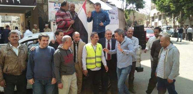 """علي """"عربة"""" عمال شركة يشاركون في الاستفتاء على التعديلات الدستور"""