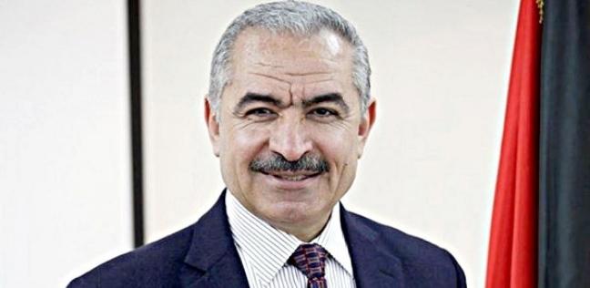 دون موكب.. رئيس وزراء فلسطين يصل مقره سيرا على قدميه