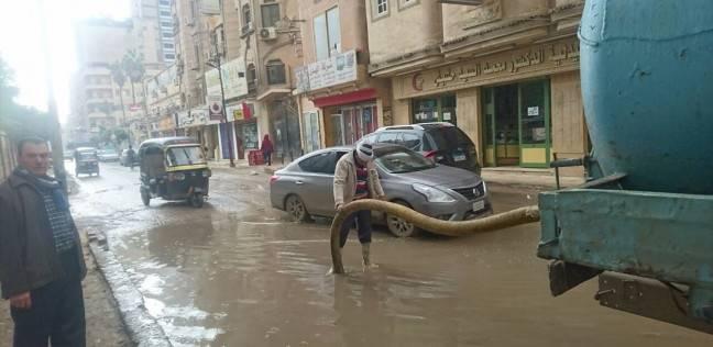 بالصور| صيانة بلاعات الصرف الصحي وكسح مياه الأمطار بالمحلة في الغربية