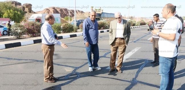 استخدام التقنية الحديثة لعلاج شروخ الاسفلت بشوارع شرم الشيخ - المحافظات -