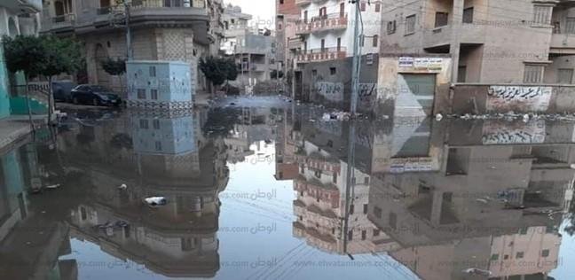 غرق منطقة فلسطين في الدقهلية بعد كسر ماسورة مياه شرب