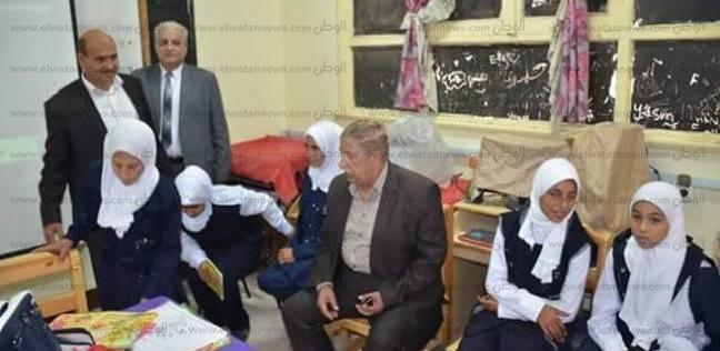 محافظ الإسماعيلية ينقل مدير مدرسة أغلق دورات المياه أمام الطلاب