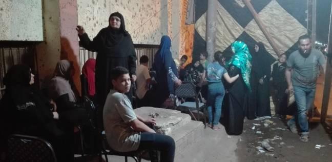 العشرات من السيدات يلجأن للمتطوعين لمساعدتهن في الانتخابات بالبدرشين