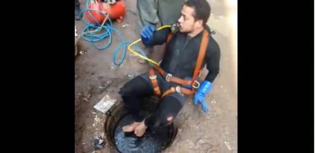 """رئيس """"مياه القليوبية"""" يستجيب لـ""""غطاس مجاري"""": أخد مكافأة وهنجيبله بدلة"""