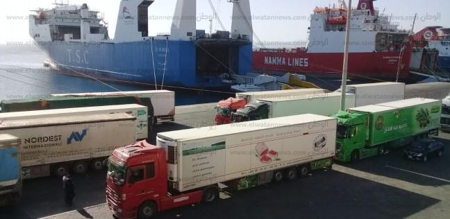 تداول 310 شاحنة بضائع و223 سيارة بموانئ البحر الأحمر