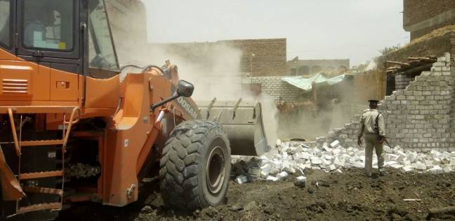 إزالة 45 حالة تعد على أرض الزراعية بمغاغة في المنيا