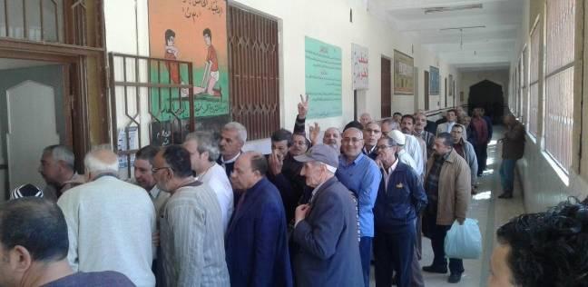 """عشرات الناخبين يتوافدون على """"المسلة"""" في المطرية للتصويت"""