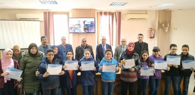 """وكيل """"تعليم بورسعيد"""" يسلم 71 طالبا شهادة إتمام تدريب """"المبرمج الصغير"""""""