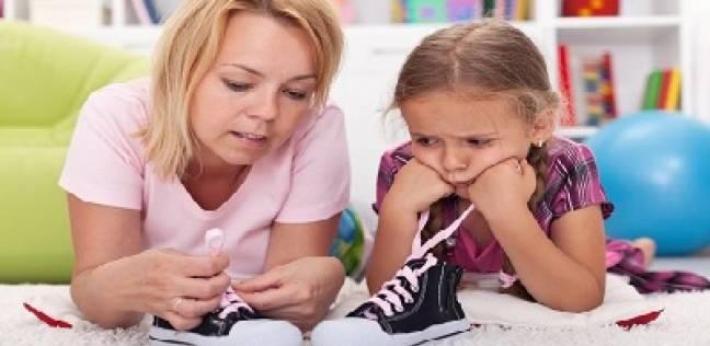 نصف أطفال بريطانيا لا يستطيعون ربط خيوط الحذاء