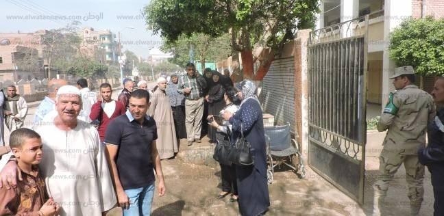 بالصور| كبار السن والنساء يتوافدون على لجان انتخابات الرئاسة ببني سويف