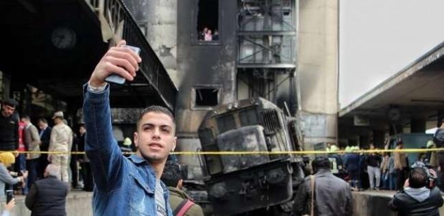 """صاحب سيلفي حادث محطة مصر: """"كنت بساعد الناس.. وبعت الصورة لأبويا"""""""