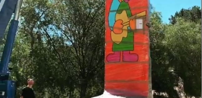 """""""جدار برلين"""".. هدية زواج غير تقليدية لعارضة الأزياء هايدي كلوم"""