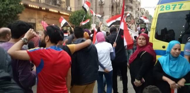 مسيرة بشارع شبرا لحث المواطنين على المشاركة خلال الساعات الأخيرة