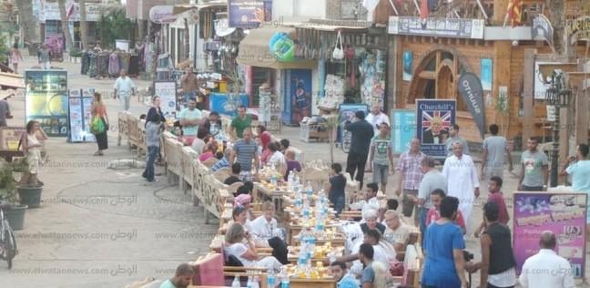 """""""دهب"""" تنظم أطول مائدة إفطار جماعي في جنوب سيناء بمشاركة السائحين"""