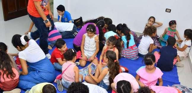 """""""سيارة الحواديت"""".. مكتبة متنقلة لترغيب أطفال المنيا في القراءة"""
