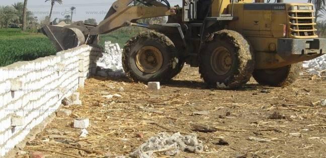 إزالة 4 حالات تعدي بالبناء على الأراضي الزراعية بمركز سمسطا