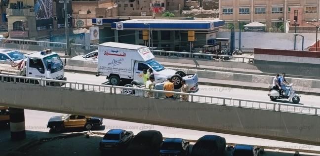 صور  إصابة 3 أشخاص في انقلاب سيارة أعلي كوبري بالمحلة