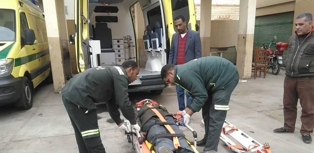 """""""إسعاف البحر الأحمر"""" يسلم 21 ألف جنيه عثرو عليها في حادث"""