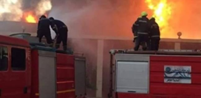 5 سيارات إطفاء للسيطرة على حريق بمخزن سيراميك في العبور