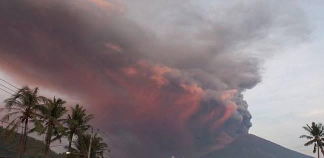 إجلاء سكان جزيرة في غينيا الجديدة بسبب ثوران البركان