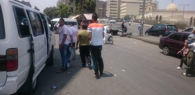 """اختفاء سيارات الأجرة من موقف العريش.. ومواطن: """"بينقُّوا الزبائن"""""""
