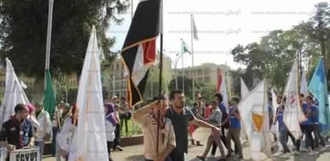 """انتشار أفراد الأمن الإداري على بوابات """"عين شمس"""" في ثاني أيام الدراسة"""